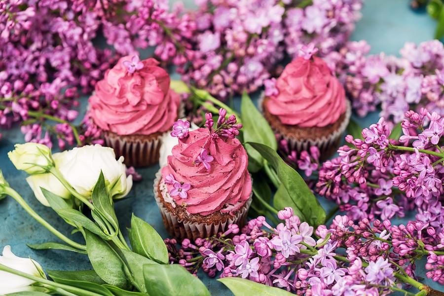 Najlepsze sztuczne kwiaty do domu latem